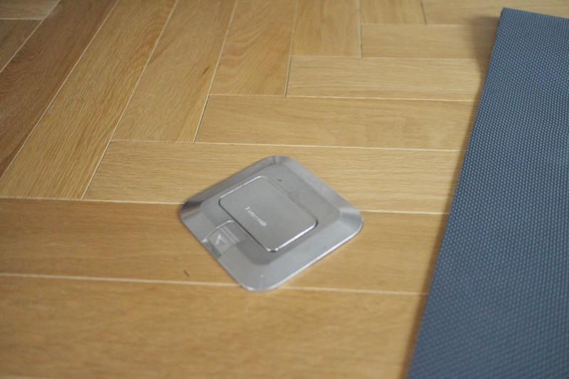 床のコンセント.JPG